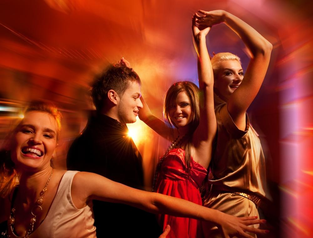Фото танцующих в клубе